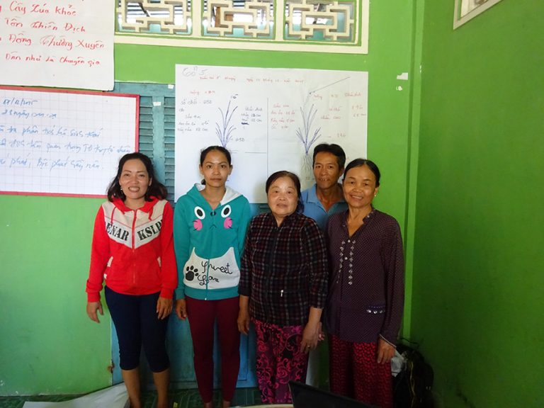 Hau Giang, 16th May 2017: Woman farmer group have presented the rice ecology analysis at the multiple stage.