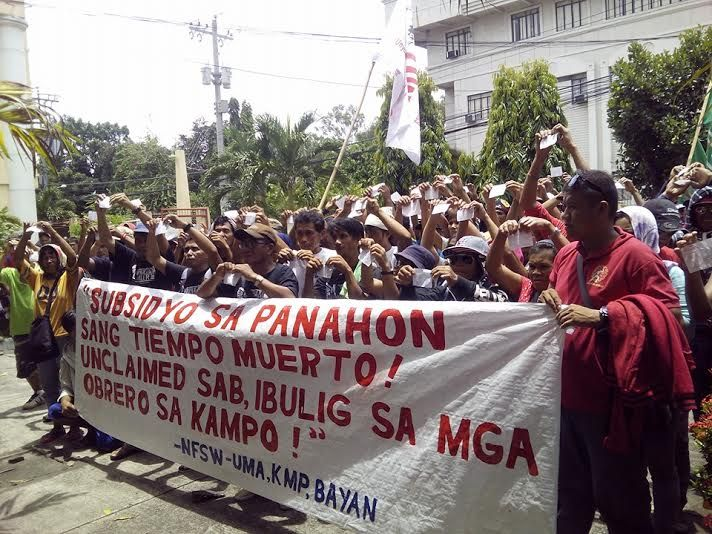 FILE PHOTO: Sugar workers hold protest in front of the DOLE office in Bacolod City in August 2016 (Photo by Genevieve Balora / NFSW)
