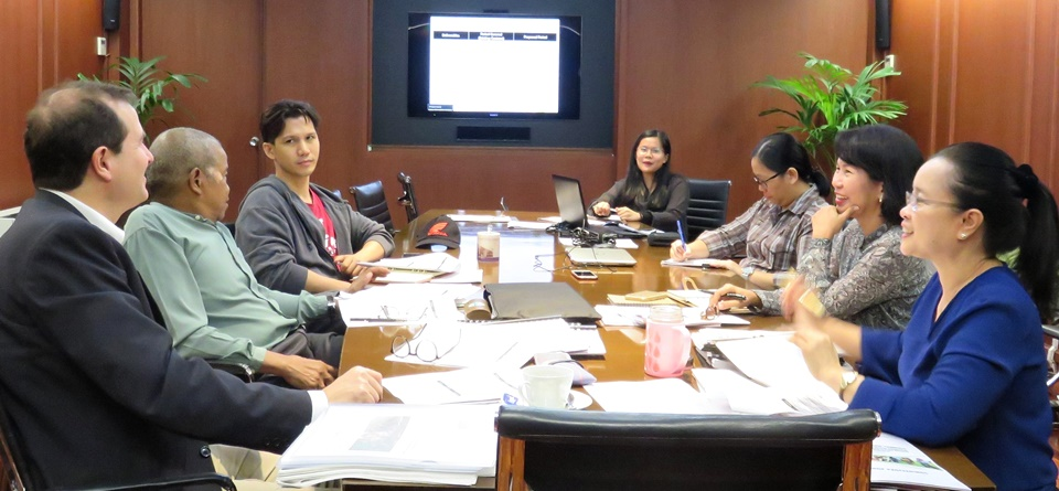 SEARCA's RDD Staff, led by Dr. Bessie M. Burgos (rightmost), presenting to Dr. Bresciani (leftmost) the ATMI-ASEAN Project accomplishments, plans, and challenges.