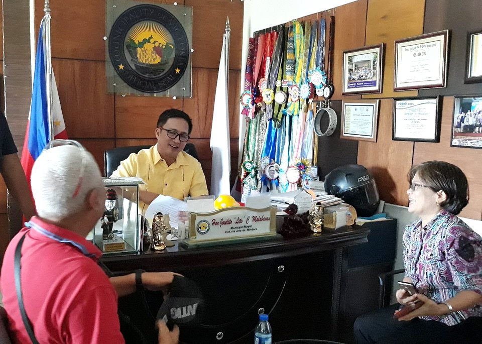(Left to right) Dr. Jose R. Medina, overall Project Coordinator, Mayor Joselito Malabanan, and Dr. Ma. Concepcion Mores, on-site Project Coordinator, discuss the local government's continuous support to the ISARD Calamansi Project.