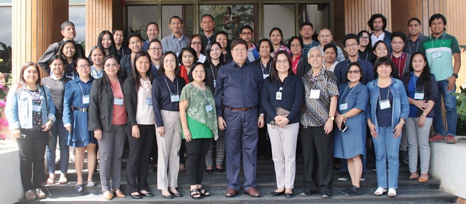 First batch of trainees together with key personnel from DA-BAR led by Dr. Nicomedes P. Eleazar (front row, third from left), Executive Director, with Mr. Anthony B. Obligado (front row, second from left), Head of the Technology Commercialization Division; SEARCA Project Development and Technical Services (PDTS) staff led by Ms. Nancy M. Landicho (front row, third from right), Program Specialist and Officer-in-Charge, with Ms. Imelda L. Batangantang (front row, leftmost), Program Specialist; and the project team led by Dr. Corazon T. Aragon (front row, center), Project Leader, with Dr. Cesar B. Quicoy (front row, second from right), Financial Viability Expert, and Prof. Bates M. Bathan (front row, rightmost), Training Facilitator.